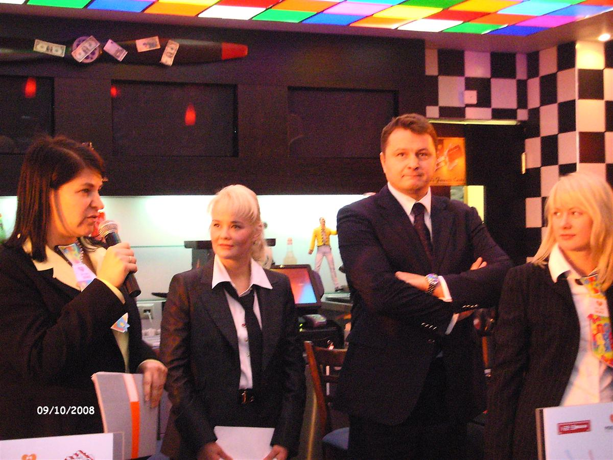 росинтер ресторантс управляет тремя столовыми и буфетом в мимис, обслуживая ежедневно 1500 человек